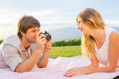 Couple taking photos of each other with retro vintage camera on — Stock Photo