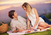 Attractive couple on romantic picnic — Foto Stock