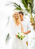 Married couple, bride and groom getting married, Tropical weddin — Stock Photo