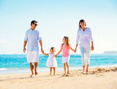 Family on tropical beach — Stock Photo