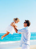 Father and daughter playing together at the beach  — Stock fotografie