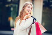Young woman shopping at the mall — Stock Photo