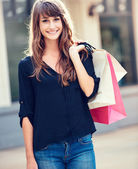 Young woman shopping at the mall — Stockfoto