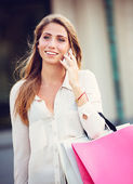 Attractive young woman shopping at the mall — Stock Photo
