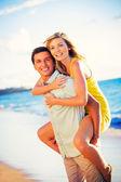 Couple on the beach at sunset — Fotografia Stock