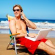 Businessman Relaxing at the Beach with Laptop Computer — Photo #43700803