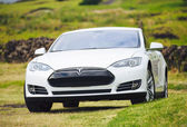 Tesla Motors model S sedan — Stock Photo
