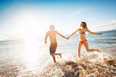 Happy couple on a tropical beach — Stock Photo