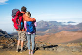 Man and woman hiking — Stock Photo