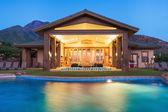 Casa con piscina di lusso — Foto Stock