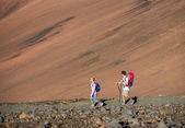 Homme et femme de randonnée — Photo