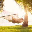 Couple relaxing in tropical hammock — 图库照片