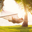 Couple relaxing in tropical hammock — Foto Stock