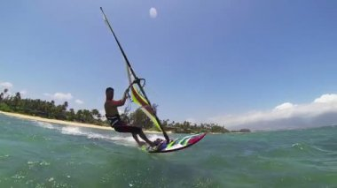 Uomo di windsurf — Video Stock