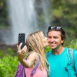 Couple taking pictures together on hike — Stockfoto