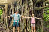 Couple standing in front of banyan tree — Stock Photo