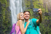 Couple taking pictures together on hike — Stok fotoğraf
