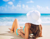Woman relaxing on the beach — Stock Photo