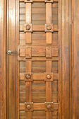 WOODEN CARVED DOOR. — Stock Photo