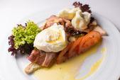 Ovos mexidos com bacon — Fotografia Stock