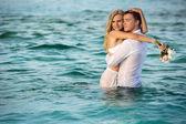 šťastný novomanželský pár — Stock fotografie