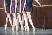 Fünf ballett-tänzer — Stockfoto