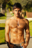 Shirtless guy outside — Stockfoto