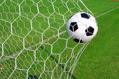 Piłki nożnej w celu — Zdjęcie stockowe
