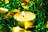 Candela con tinsel christmas — Foto Stock