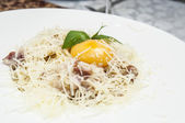 Spaghetti with cheese and egg — Stock Photo
