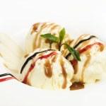 Fruit with ice cream — Stock Photo #13870649