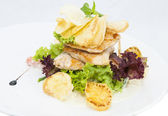 Salad with vegetables and chicken — Stockfoto