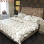 舒适和温馨的白色卧室 — 图库照片
