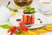 Creamy strawberry dessert — Stock Photo