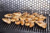 Ali griglia cotta alla griglia al ristorante — Foto Stock