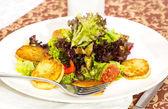 Salada de cogumelos e batatas — Fotografia Stock