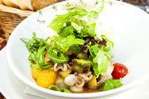 Salada de polvo e verduras e legumes — Fotografia Stock