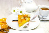 Dessert, a piece of cake on the table — Stockfoto