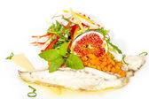 Pečená ryba se salátem — Stock fotografie