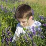 Boy sit on meadow — Photo