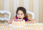 Young girl have fun eating birthday cake — Стоковое фото