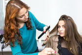 Frau in einem beauty-salon — Stockfoto