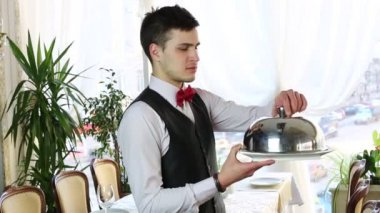 Waiter with a tray of food — Vidéo