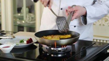Chef prepares a dish — Stock Video