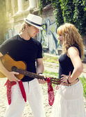 Guy with a guitar and a woman — Stock Photo