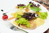 салат с курицей и картофелем — Стоковое фото
