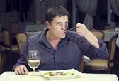 Mężczyzna obiad — Zdjęcie stockowe