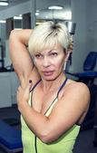 Vrouwelijke bodybuilding — Stockfoto