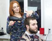 Girl doing hairstyle — Stockfoto