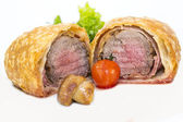Beef in pastry with salad — Stock Photo